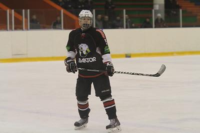 В первенстве Юниорской хоккейной лиги Автомобилист из Екатеринбурга у себя дома обыграл челябинский Трактор.