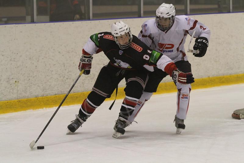 В первенстве Юниорской хоккейной лиги челябинский Трактор не оставил шансов тюменскому Рубину.