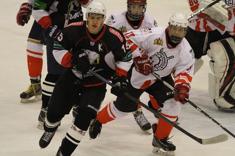 Команда Трактор обменялась победами со Спартаковцем из Екатеринбурга в матчах Юниорской хоккейной лиги.