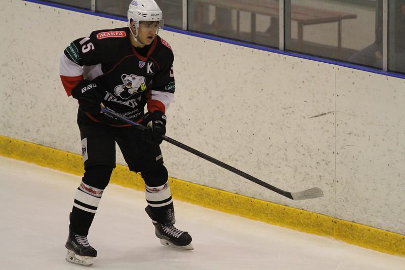 Команда Трактор дважды проиграла на своём льду тюменскому Рубину в матчах первенства Юниорской хоккейной лиги.