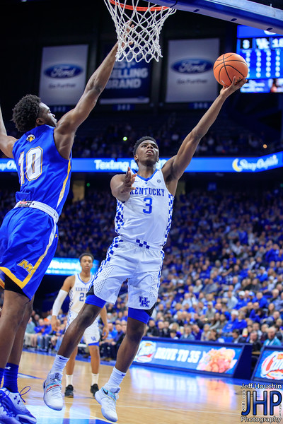 IMAGE: https://photos.smugmug.com/UK-Athletics/Mens-Basketball/2017-2018/UK-vs-Morehead-2017/i-222gGGR/1/c3497790/L/A87I6574-L.jpg