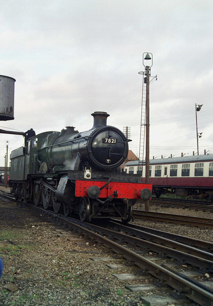 "No. 7821 ""Ditcheat Manor"" taking water at Loughborough"