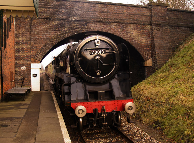 """BR Britannia Class 7P No. 70013 """"Oliver Cromwell"""" enters Rothley Station"""
