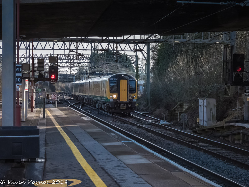 Class 350 Electric Multiple Unit arriving at Coventry.