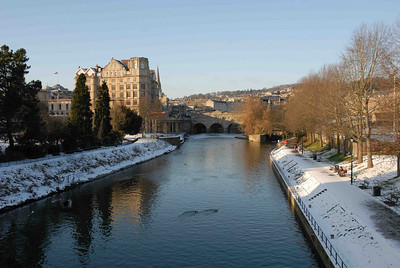 Pulteney Bridge and the Empire Hotel from North Parade Bridge.  Bath, January 2010.