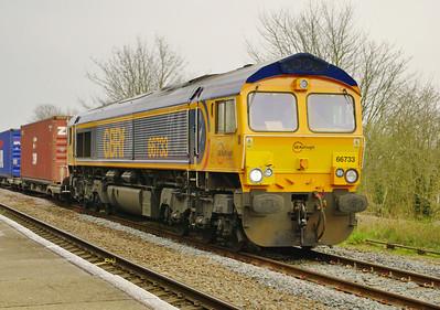 66733-4e33-felixstowe-donc-railPORT-gains-LEAroad-28-3-2014 loco