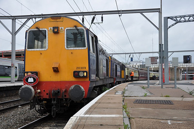 20309+20312 pause at Wolverhampton whilst working 1Z42, 0640 Whitchurch - Canterbury West (16.06.2012)