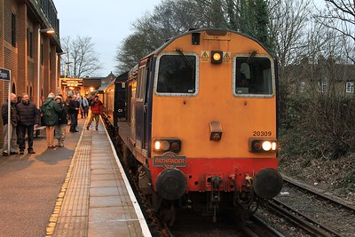 "20 309 at Shepperton awaiting departure with 1Z27, 16.59 Shepperton - Crewe leg of the ""Buffer Puffer 12.0"" railtour (07.02.2015)"