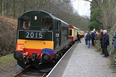20 214 pauses at Newby Bridge Halt while working 12.30 BLS charter from Lakeside to Haverthwaite (06.03.2015).