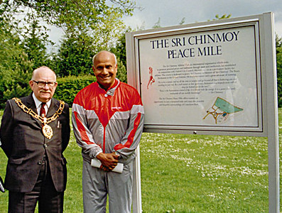 Sri Chinmoy at Peace Mile