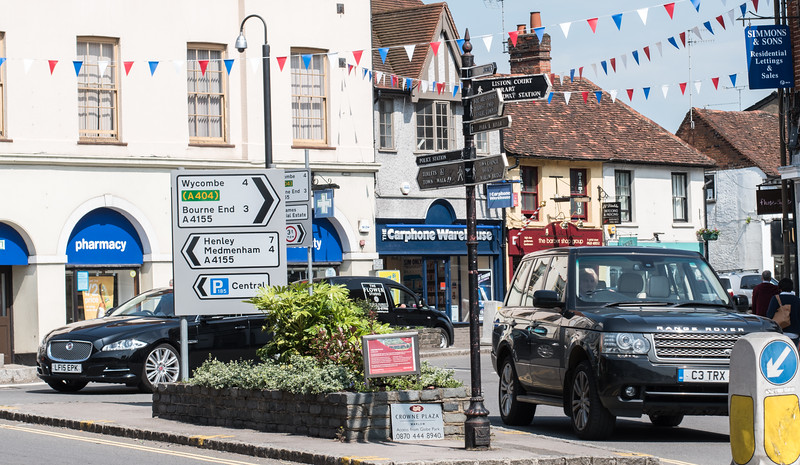 Marlow - Range Rovers, Rovers, bunting...