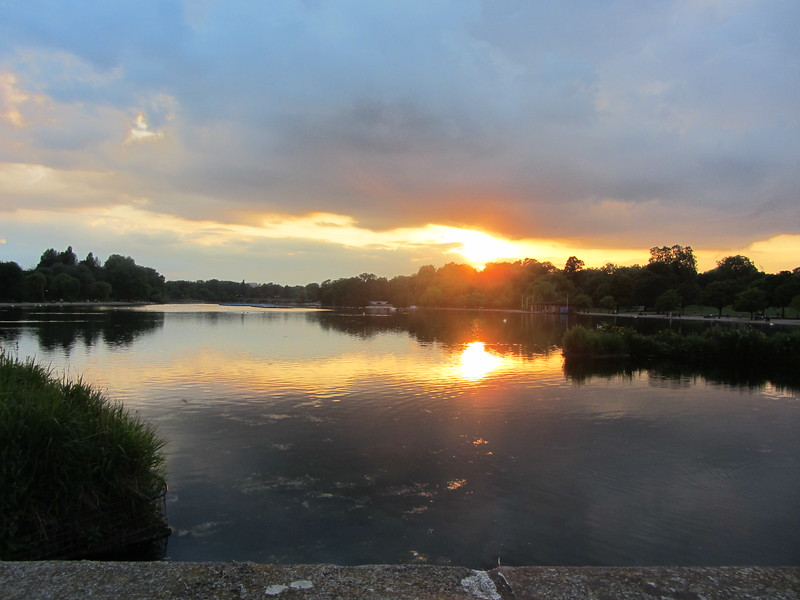 This and the three photos above were all taken along the serpentine in Hyde Park.