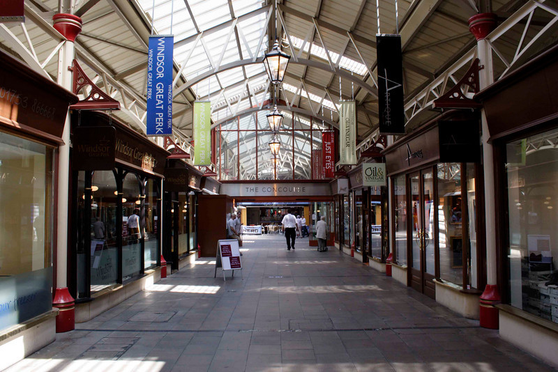 The Concourse shopping centre off Windsor Royal Station 2007