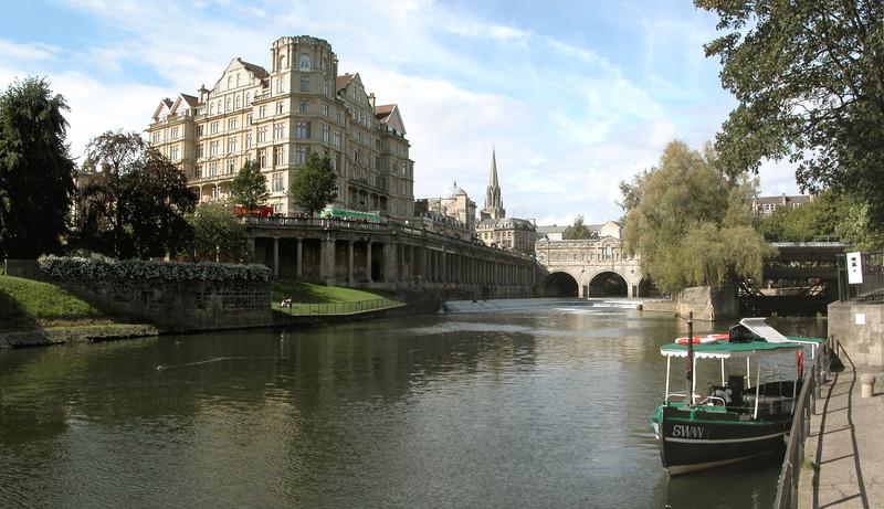 River Avon and Pulteney Bridge Bath