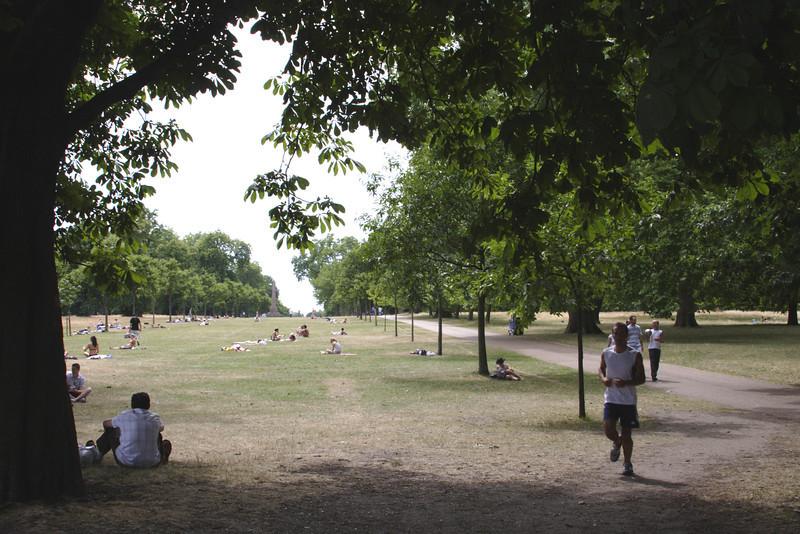 Jogging at Kensington Gardens London
