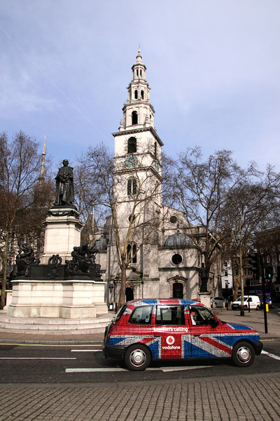 St Clement Danes Church and London Taxi at The Strand London