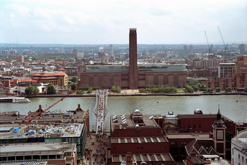 Millenium bridge and Tate Modern London