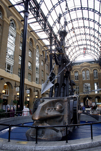 The Navigators Sculpture in Hay's Galleria shopping mall London 2007