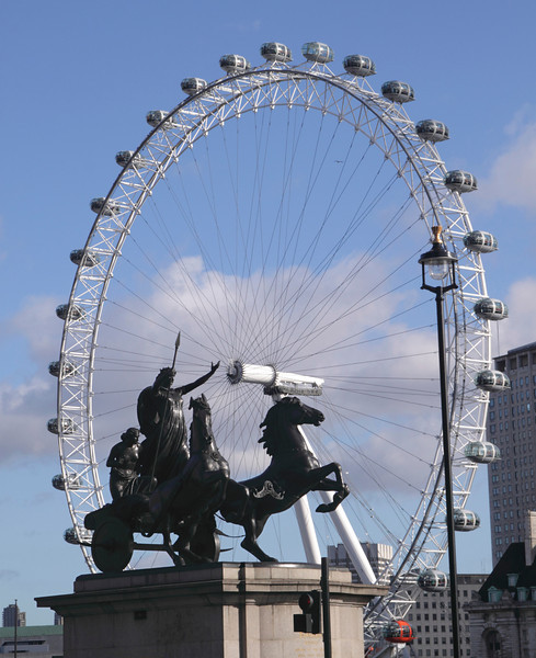 Statue of Boudicca and London Eye