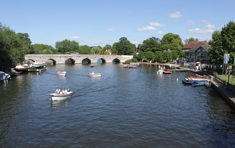 River Avon and Clopton Bridge Stratford Upon Avon Warwickshire