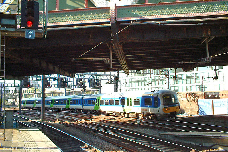 A Thames Trains class 165 at London Paddington on 11th October 2003.