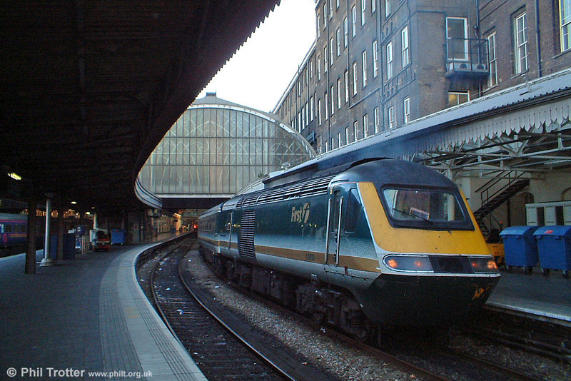 43010 waits to leave Platform 1 at London Paddington on 11th October 2003.