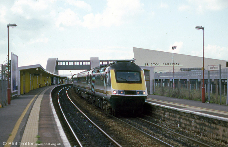 An unidentified HST working a Swansea to London Paddington service calls at Bristol Parkway in September 2001.