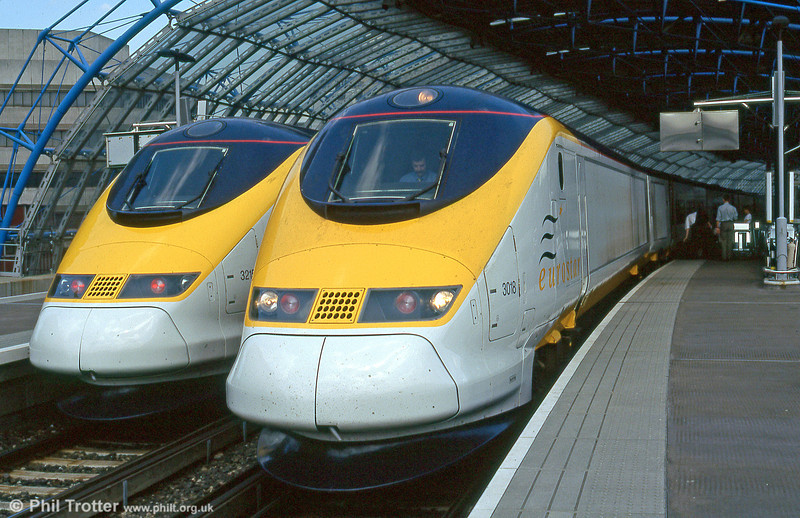 Eurostar class 373 units 3018 and 3215 at Waterloo International in May 1995.