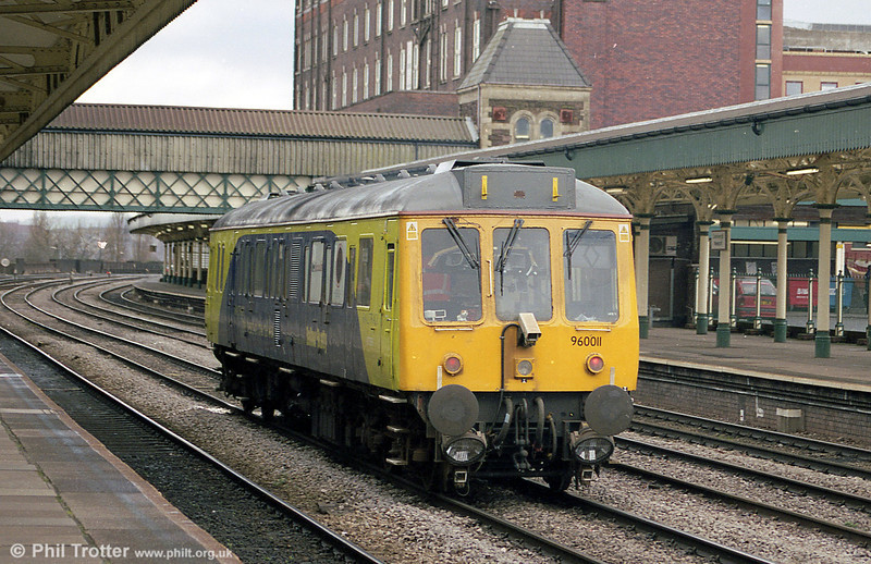 A rear view of Video Survey Unit 960011 'Pandora' at Newport in 2001.