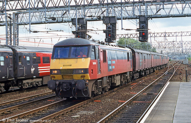 90016 passes Crewe with a mail train in 2003.