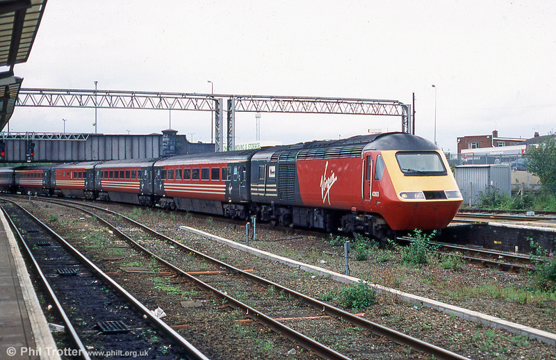 43193 calls at Chester with a North Wales - Euston Virgin XC service in 2002.