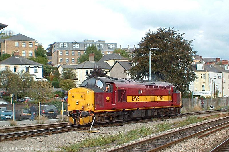 37425 runs onto Godfrey Road stabling point, Newport on 30th September 2003.