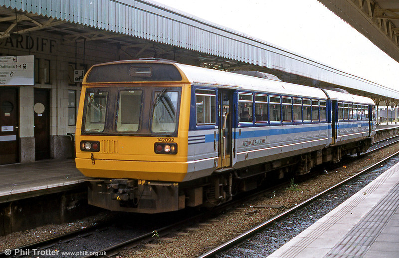 June 2000 finds 142092, still in Regional Railways livery, at Cardiff Central with a Valley Lines service.
