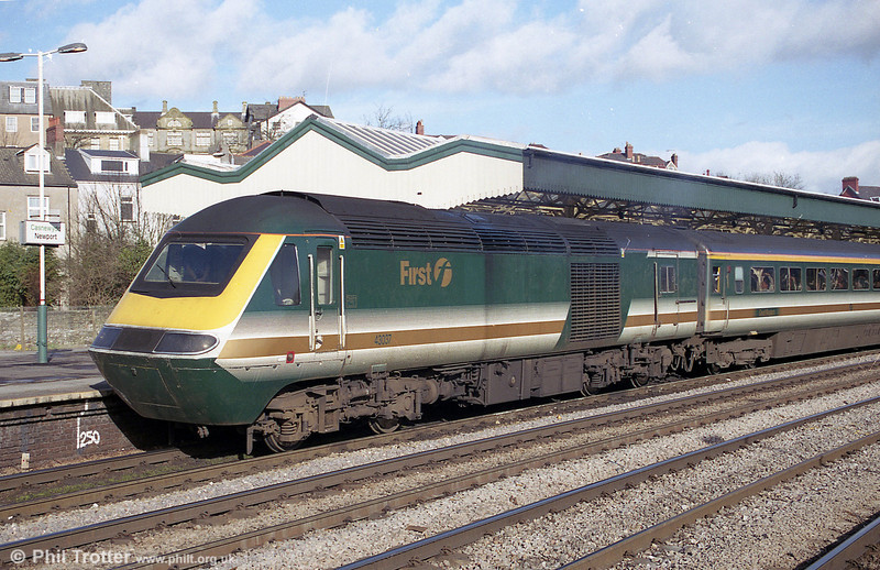 FGW's 43037 pauses at Newport with a London Paddington to Swansea service.