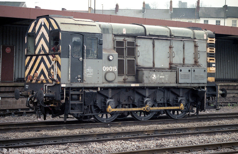 09015 trundles through Newport on 12th January 1998.