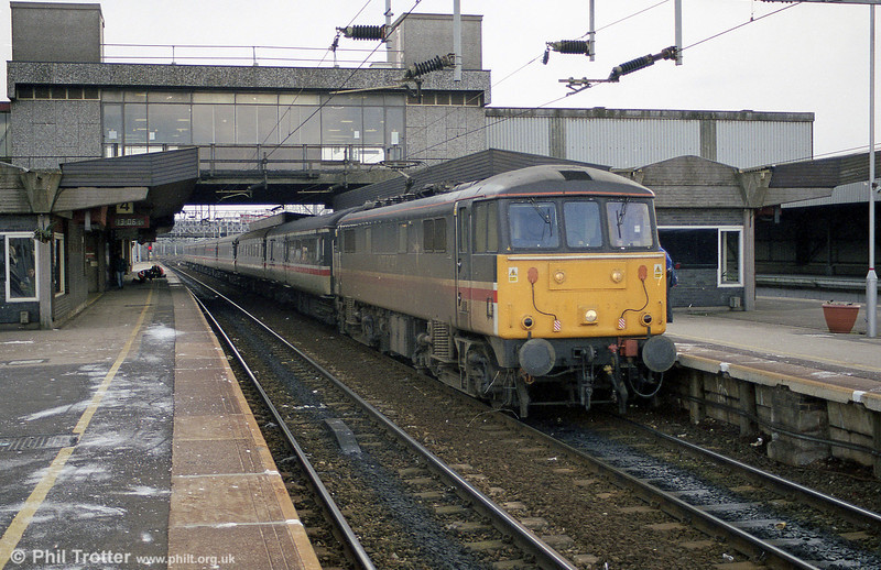 Grubby InterCity liveried 86213 at Stafford on 2nd March 2001.