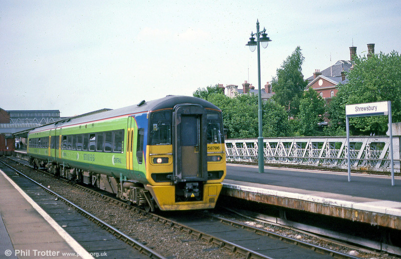 Central's 158786 at Shrewsbury in September 2001.