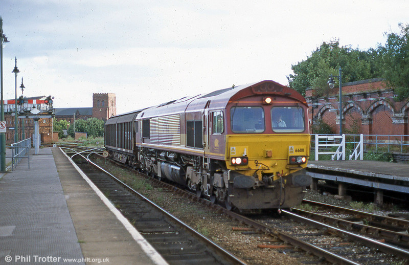 A freight from the Hereford direction rolls through Shrewsbury in July 2002, headed by 66011.