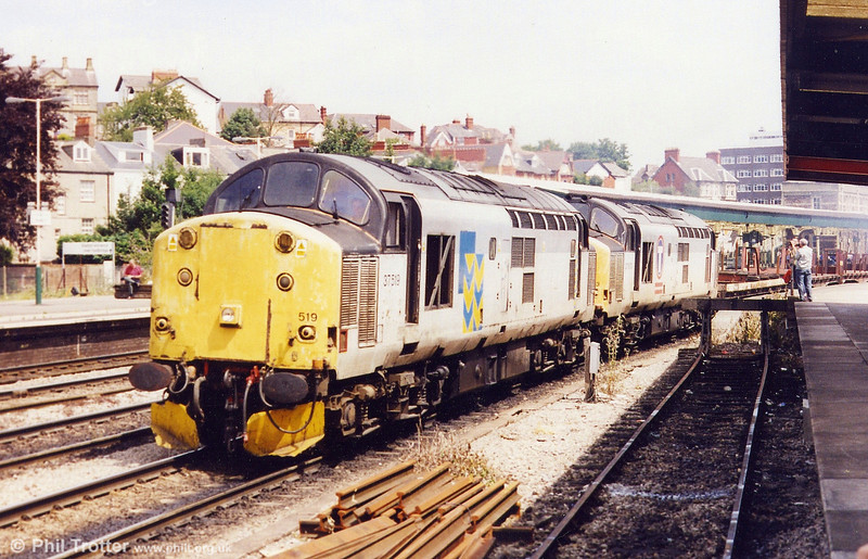 37519 and 37673 wait for the road from Newport with steel empties for Margam on 7th July 1999. 37519 was withdrawn and stored at Eastleigh in November 1999 following a fire while on Sandite duties.