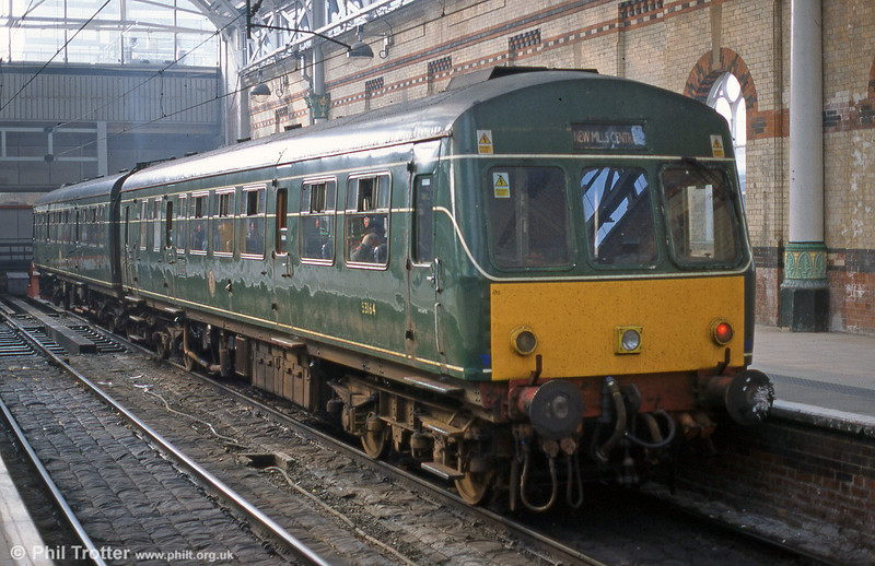 Seen during its final months of service, the green 101685 (nicknamed 'Daisy'), comprising 53160 and 53164 (leading) at the buffer stops at Manchester Piccadilly during 2003. The combination has since been preserved at the Elsecar Railway, South Yorkshire.