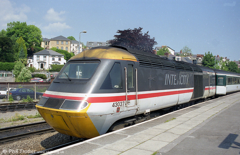 Inter City liveried 43037 in the sunshine at Newport.