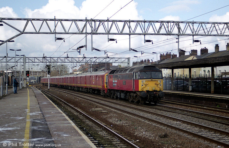 47756 'Royal Mail Tyneside' with class 325 postal units at Stafford on 2nd March 2001.