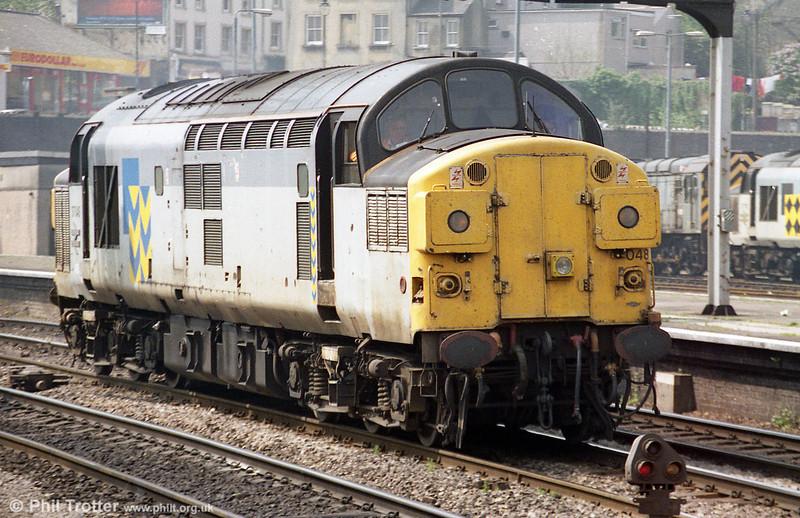 Split headcode 37048 passes through Newport during 1995.