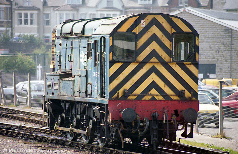 08942 is seen at Godfrey Road, Newport during August 1995. 08942 was cut up by TJ Thomson, Stockton in November 2007.