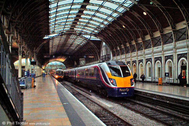FGW 180109 waits to leave platform 1 at London Paddington on 11th October 2003.