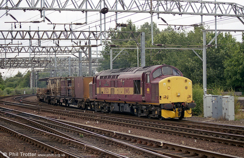 37521 'English China Clays' with an engineers' train at Crewe in August 2003.