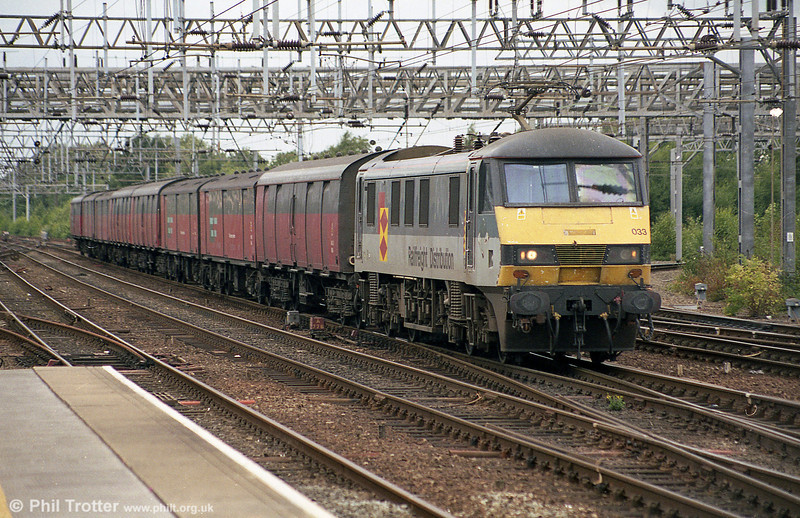 90033 at Crewe with a postal train in June 2003.