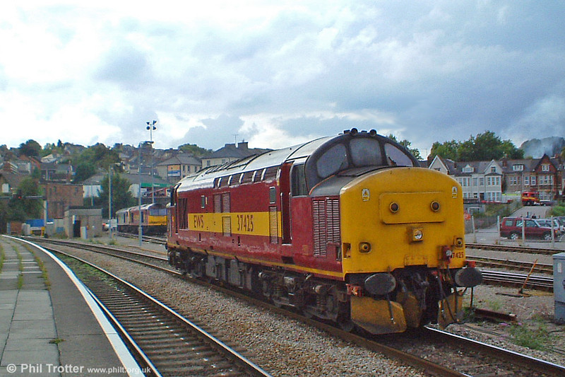 Before it became a 'celebrity' loco, 37425 is seen at Newport on 30th September 2003.