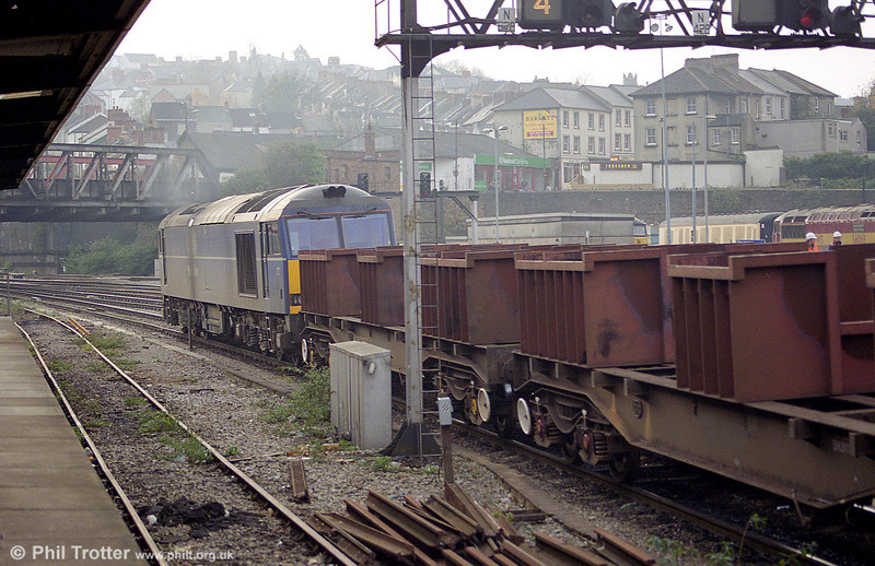 Mainline 60044 heads away from Newport in November 1998.