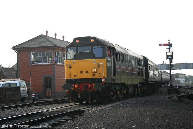 Treading the fine line between 'heritage' and 'preserved' locomotives, FM Rail class 31 no. 31452 'Minotaur' arrives at Kidderminster with the 1020 local service from Bewdley, SVR, on 15th October 2005.